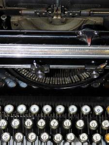 typewriter-377042_640